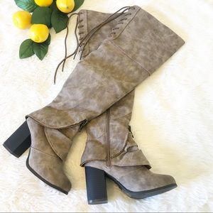 2 Lips Too Taupe Boots Women's Size 6W